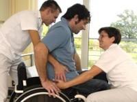 om afectat de paraplegie